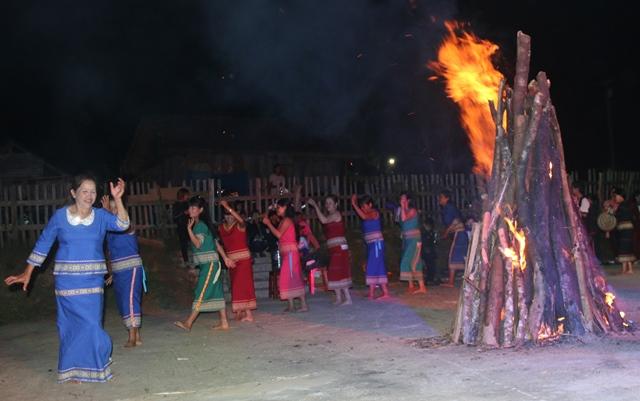 Nữ nghệ nhân ưu tú của làng Kon Pring